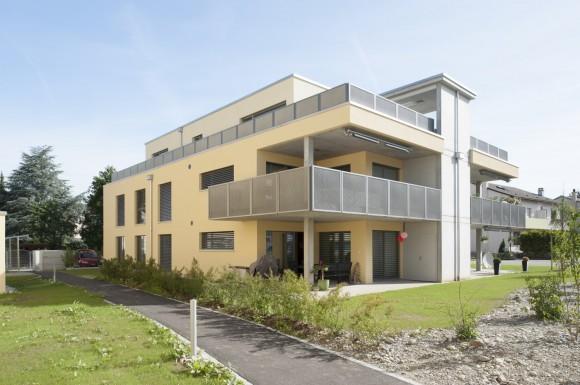 news 1 mehrfamilienhaus mit 5 eigentumswohnungen und. Black Bedroom Furniture Sets. Home Design Ideas
